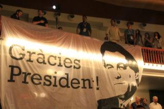 La JNC ha desplegat diverses pancartes durant l'acte // Elisenda Colell