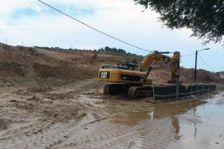 Les obres de Les Guardioles plenes de fang després de la pluja // Jose Polo
