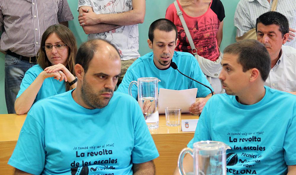 Els tres regidors de la CUP escolten atentament al quart i portaveu, Roger Castillo // Jordi Julià