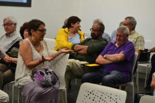 L'assemblea ha desenvocat en un debat entre els assistents// Elisenda Colell