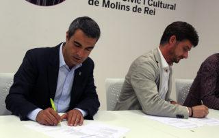 Joan Ramon Casals i Xavi Paz signant el pacte a la Federació Obrera // Jose Polo