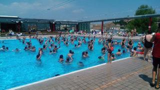 Una de les activitats fetes a la piscina municipal amb motiu del Mulla't // CN Molins