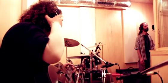Ed Tulipa i Adrià Sàbat en un fragment del vídeo