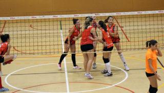 El primer equip de l'AEM en un partit del torneig Vila de Molins // Jose Polo