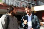 Ferran Pedret (esquerra) i Xavi Paz (dreta) al barri del Canal // Jose Polo
