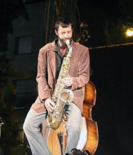 Gorka Garay tocant el seu saxo // Jose Polo