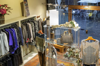 Detall de la botiga del carrer Major // Xavi Gómez Roig
