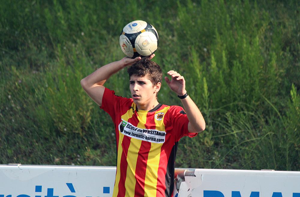 El jove Juanjo va rendir a un bon nivell en el lateral // Jose Polo