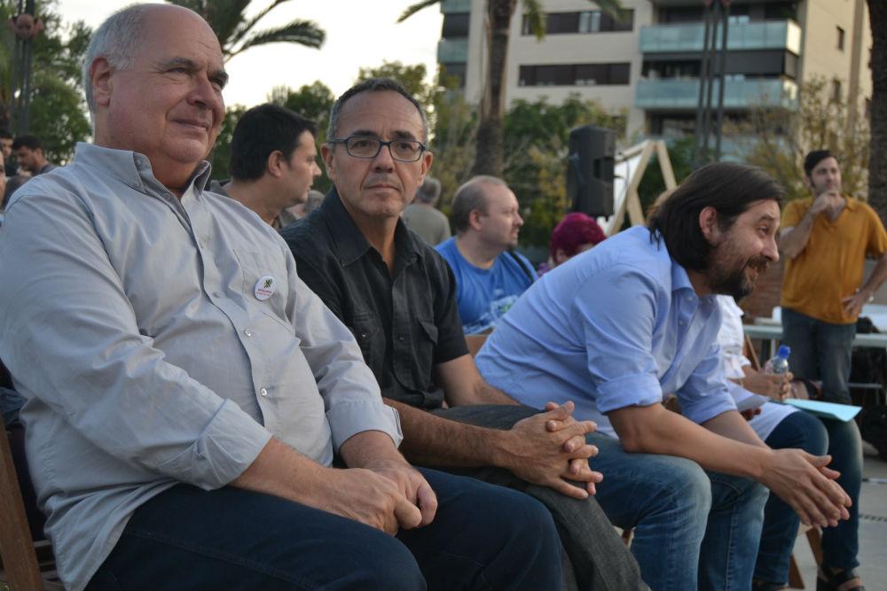 Lluís Rabell, Joan Coscubiela i Rafa Mayoral, situats a primera fila, entre el públic // Elisenda Colell