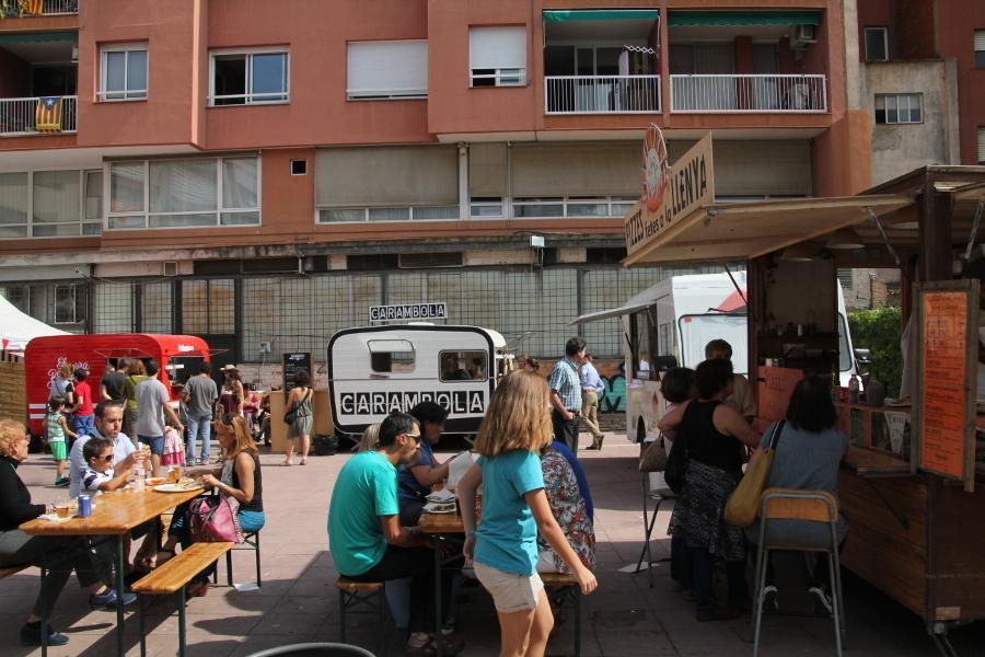 Tot i tenir només quatre caravanes, els Food Trucks han tingut bona acollida // Jordi Julià
