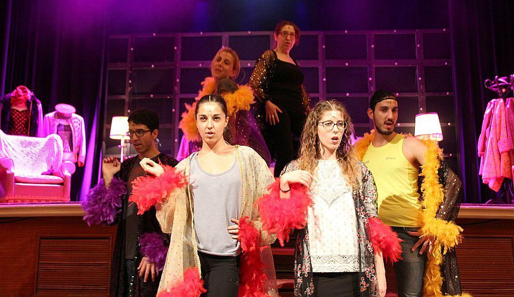 Moment d'un dels darrers assajos abans de l'estrena del musical Kbarret de Filagarsa // David Guerrero