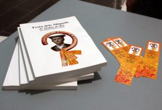 El llibre, amb un preu de 10 euros, es ven amb un punt de llibre especial // Jose Polo
