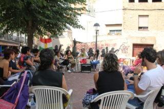 Una vintena de persones han participat a la taula rodona sobre els refugiats // Jordi Julià