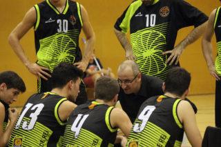 Jesús Fernández donant instruccions als jugadors // Jose Polo