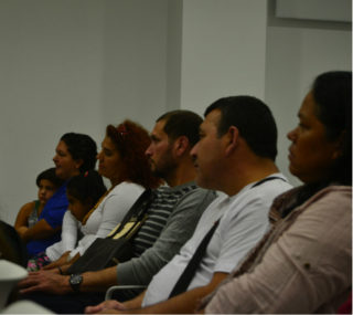 Una vintena de persones han assistir a la presentació // Elisenda Colell