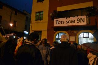 Unes 250 persones han omplert la plaça // Elisenda Colell