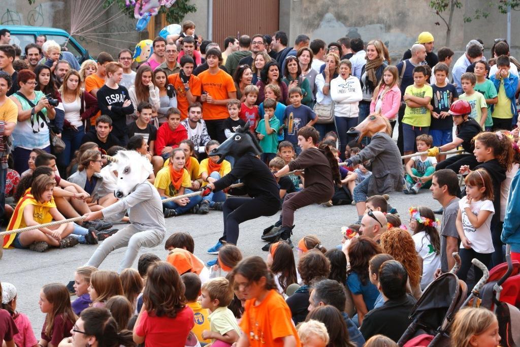 A l'estira la Corda hi van participar prop de 200 persones // Ajuntament de Molins de Rei