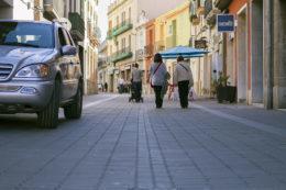 Un cotxe travessa el carrer Carril // Ajuntament de Molins de Rei