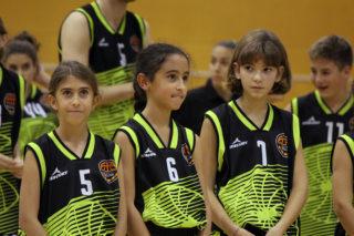 Tres petites jugadores del CB Molins de Rei durant la presentació // Jose Polo