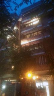Els bombers actuant en l'edifici del carrer Doctor Barraquer // Jose Polo