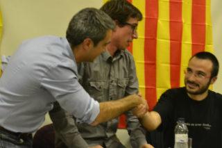 En acabar l'acte, els ponents s'han donat de la mà // Elisenda Colell
