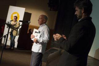 Francesc Muñoz escoltat pel regidor d'Esports, Xavi Paz // Ajuntament de Molins de Rei