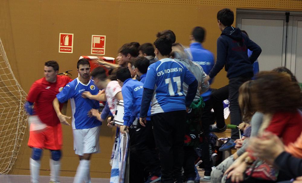 Àlex Sánchez Ajo celebrant el gol amb La Sínia Blues // Jose Polo