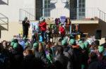 Les gorres verdes han inundat el pati de l'escola El Palau // Jose Polo