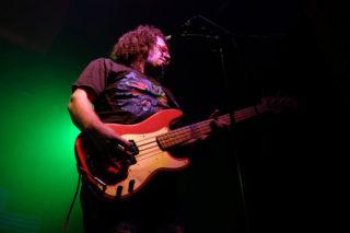 A més de tocar amb Ed Tulipa, Carós ha estat fins ara baixista i guitarrista de Gerard Quintana i Xarim Aresté // Arxiu