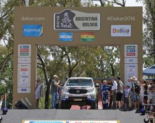 Foj i el seu equip durant la sortida del Dakar a Buenos Aires // Foj Motorsport