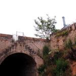 Enderroquen el pont de Can Capellans sobre el Canal de la Infanta amb permís de l'Ajuntament