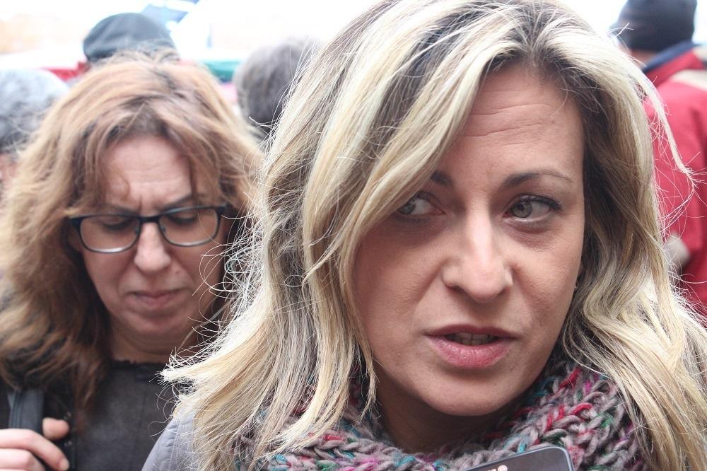 Júlia Fernández atenent a Viu Molins de Rei // David Guerrero