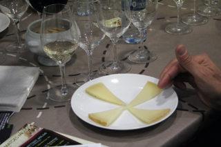 Un dels plats de formatges que se servien durant el tast // Jose Polo