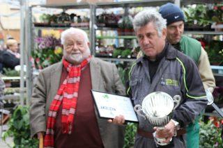 Ángel Duran pare i Ángel Duran fill recollint el premi del concurs de planter // David Guerrero