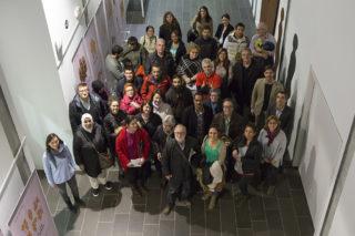 Voluntaris i aprenents reunits a la Federació Obrera // Ajuntament de Molins de Rei