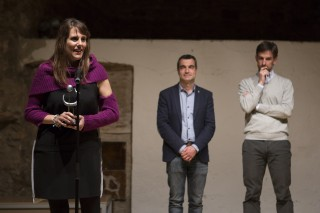 Tubau recollint el premi, amb l'alcalde Joan Ramon Casals i el primer tinent d'alcalde Xavi Paz, presidint la cerimònia // Ajuntament de Molins de Rei