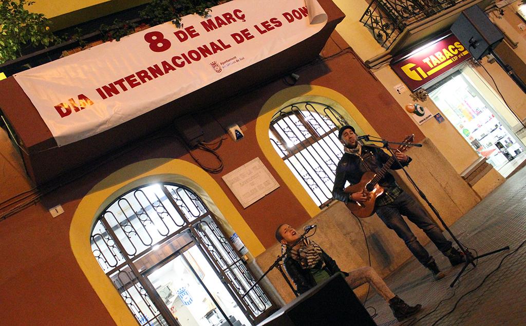 Borraz con Zeta actuant a la plaça de l'Ajuntament // Jose Polo