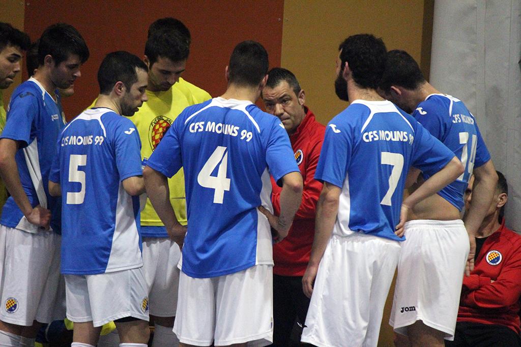 Chema Redondo donant instruccions al seu equip // Jose Polo