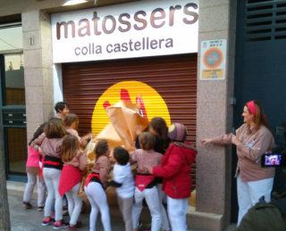 La canalla de Matossers descobrint el nou local // Matossers