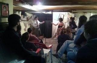 Instant de l'obra de teatre foro al local // Mallolis