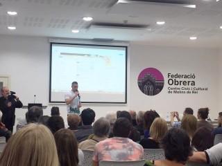 Romà Cabau omple la Federació Obrera en la presentació del seu llibre // Romà Cabau