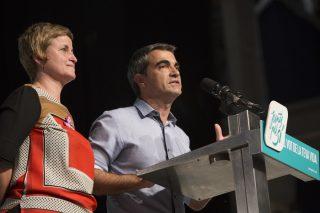 Els diputats Joan Ramon Casals i Anna Simó, durant la presentació de la reivindicació // Junts pel Sí