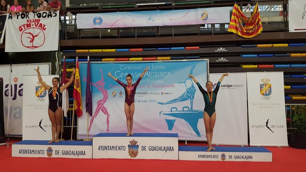 Mireia Rodríguez (tercera posició al podi de paral·leles asimètriques)