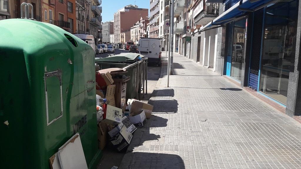 Contenidors situats a l'Avinguda Barcelona // Jose Polo