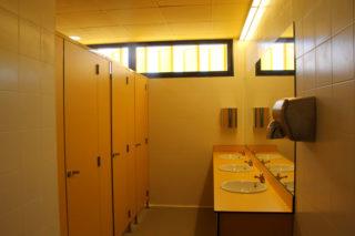 nou-institut-lluis-de-requesens-lavabo