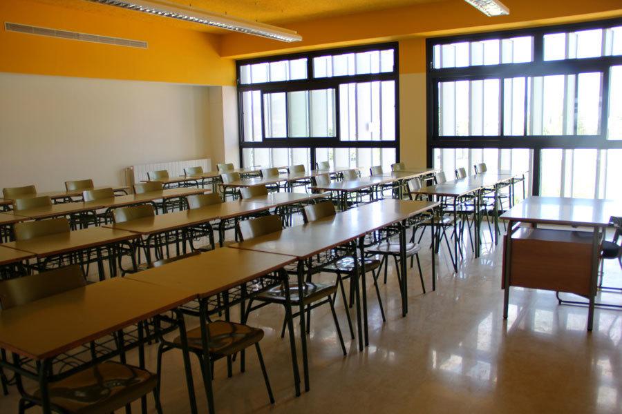 En algunes aules no hi ha espai per separar les taules // Jordi JuliàEn algunes aules no hi ha espai per separar les taules // Jordi Julià