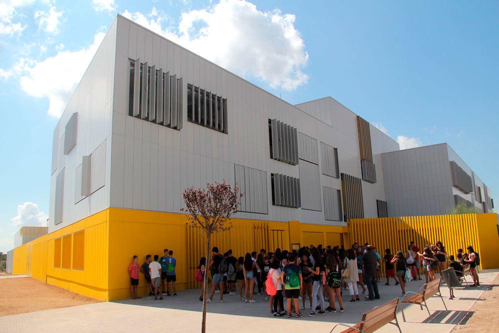 Amb l'inici del curs escolar han arribat els alumnes al nou institut // Jordi Julià