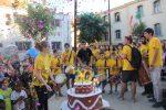 Els grallers van celebrar els 30 anys amb un pastís i confeti // Jordi Julià