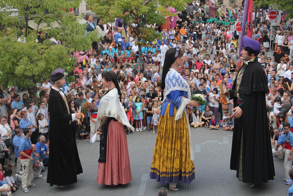 Al costat dels nous Bernat i Candelera, en Miquel i la Montserrat semblaven molt més petits // Jordi Julià