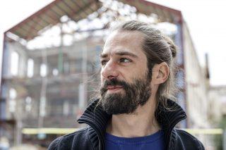 Adrià Sàbat a les obres de la nova biblioteca // Xavi Gómez Roig